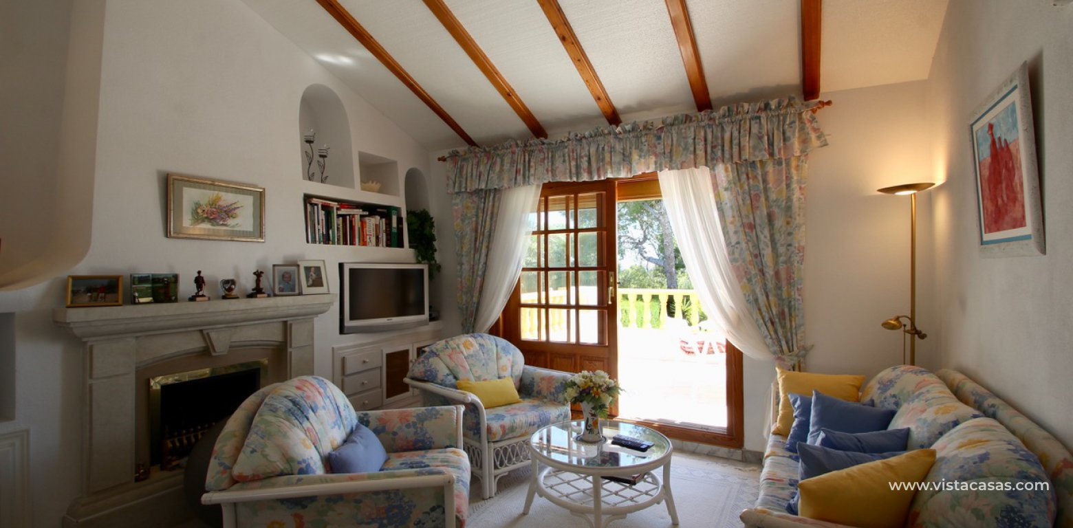 Frontline golf villa for sale in Villamartin living room