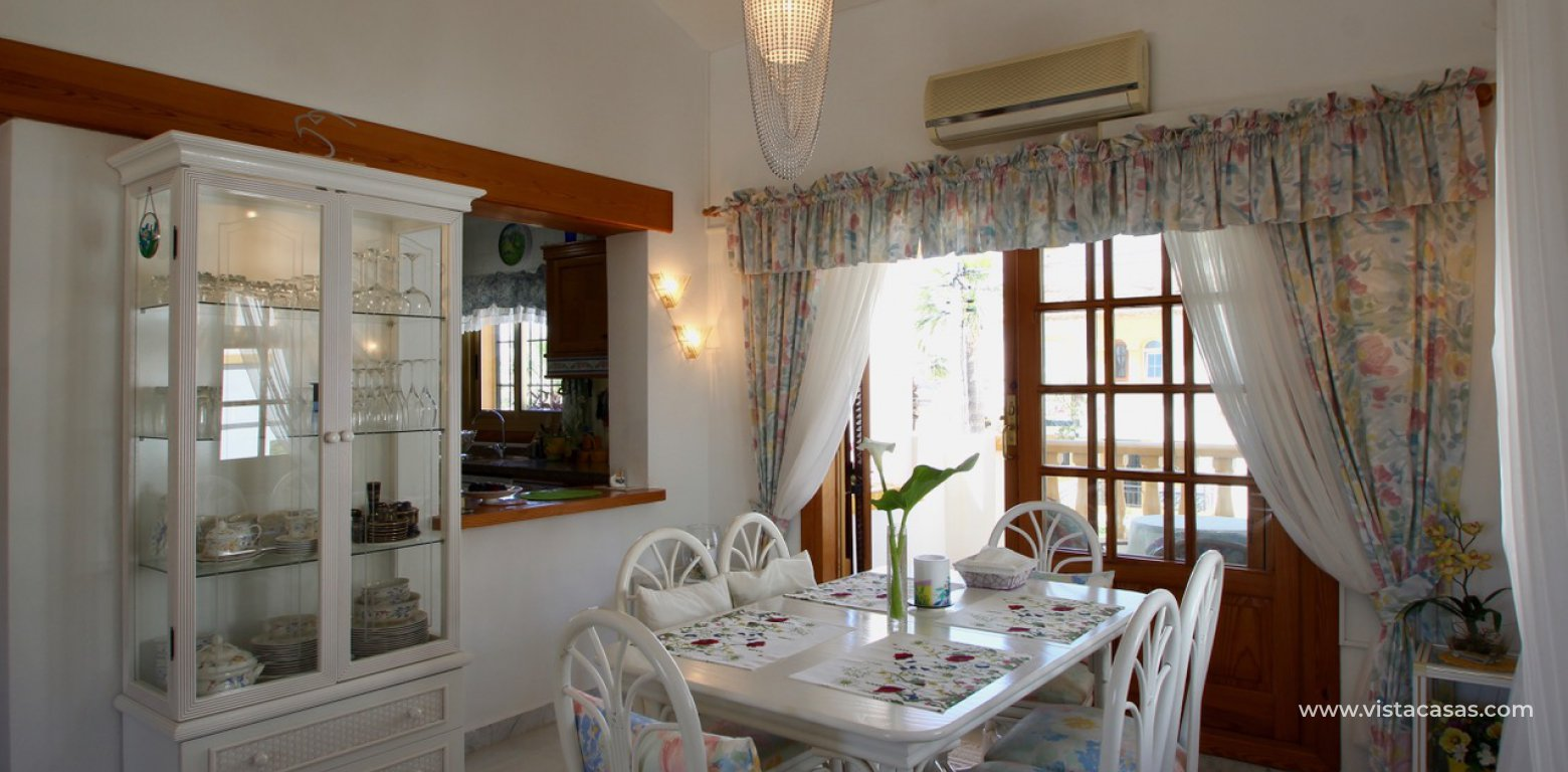 Frontline golf villa for sale in Villamartin diner