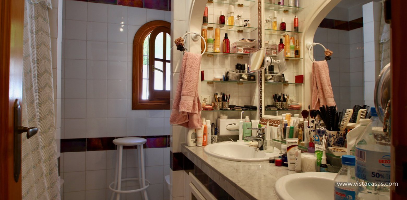 Frontline golf villa for sale in Villamartin bathroom 1