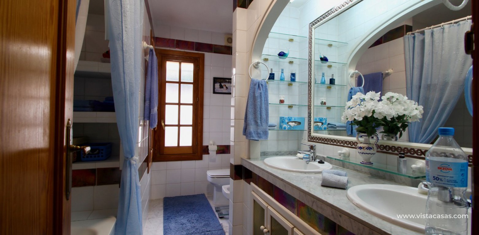 Frontline golf villa for sale in Villamartin bathroom 2